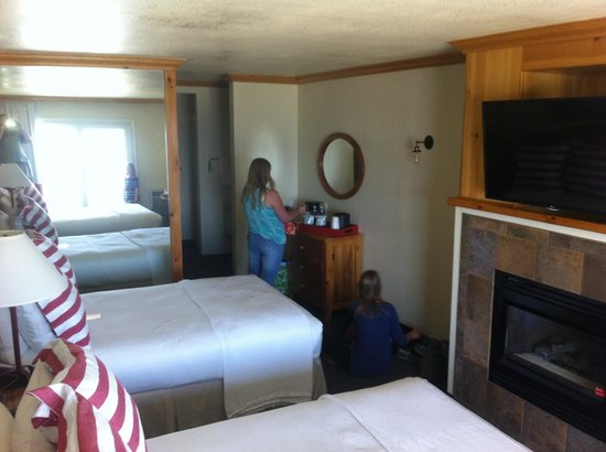 Beach Retreat & Lodge at Tahoe: Double lake view room #321