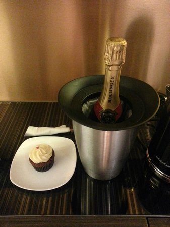 Ovolo Central: my birthday treats from the hotel