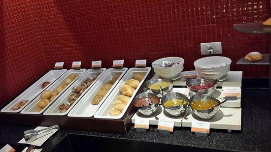 Amari Hua Hin: 丰盛的早餐