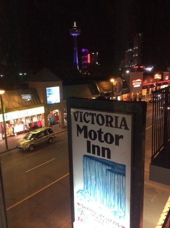Victoria Motor Inn at the Falls and Casino: Night view.