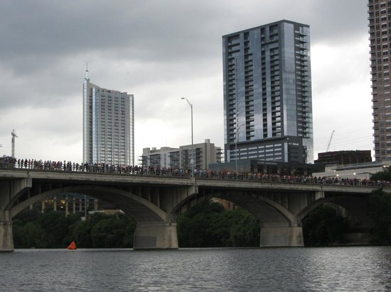 Live Love Paddle: Congress Bridge with people waiting