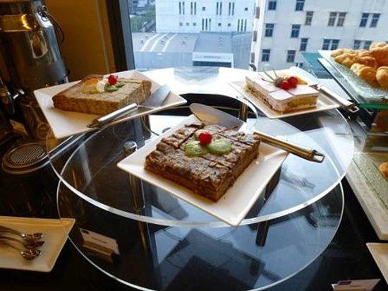 Mercure Bangkok Siam: 朝食-ケーキ類
