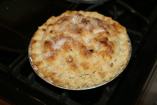Amanda's Bequest - A Heritage Immersion Bed & Breakfast: Home made apple pie!