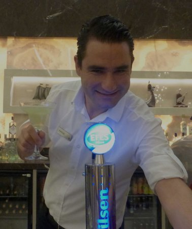 Hilton Bodrum Turkbuku Resort & Spa: Barman Federer!