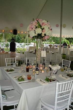 Jonathan Edwards Winery: Reception tent