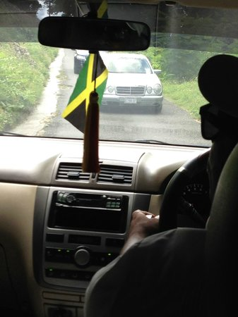 Rocky's Taxi and Tour Services: Driving around the back mountain roads in Jamaiva