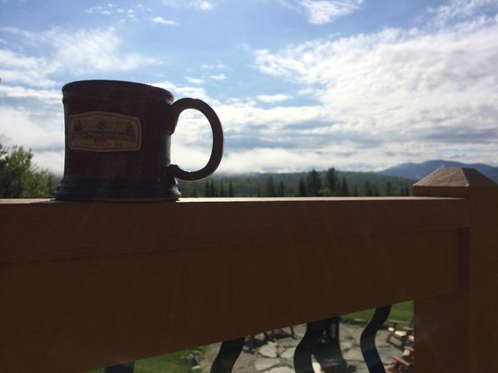 Bear Mountain Lodge: A morning cup of joe.