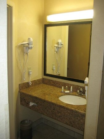 Best Western Plus Las Vegas West: Bath area