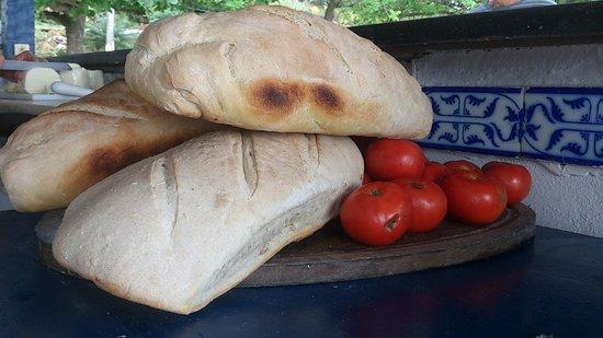 Restaurante Peixe Vivo : Deliciosos pães no melhor estilo Mediterrâneo.
