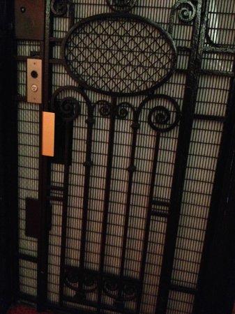 Ibis Styles Hôtel Paris Gare du Nord TGV: Elevator door. :)