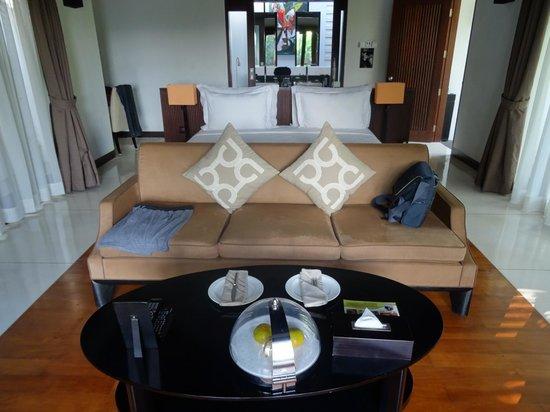 The Samaya Bali Ubud: Couch / bed / bahtroom