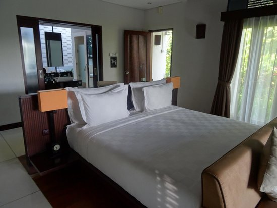 The Samaya Bali Ubud: Bed, so comfortable!  Most comfortable we've had in Bali