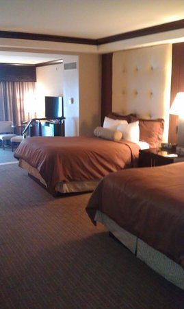 Ameristar Casino Resort Spa St. Charles: Room with two beds AND a living room