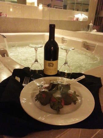 Hilton Minneapolis/St. Paul Airport Mall of America : Romantic Package: Came with Champagne and Chocolate Covered Strawberries (deals may vary)