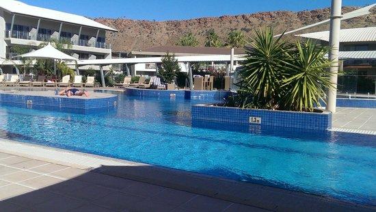 Crowne Plaza Alice Springs Lasseters: great new pool