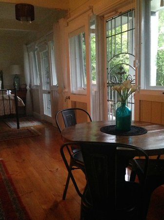 Brentwood Accommodation: Garden View suite - Brentwood B&B.