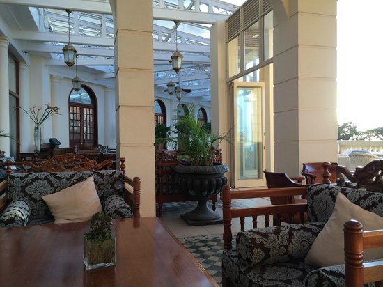 Polana Serena Hotel: Many places to sit for tea, coffee and conversation