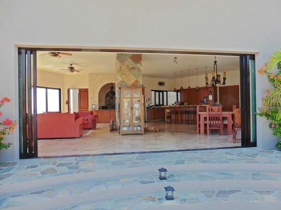 Arriba de la Roca: Lounge & kitchen area