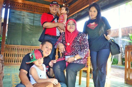 Villa Berawa: Hssari's Family