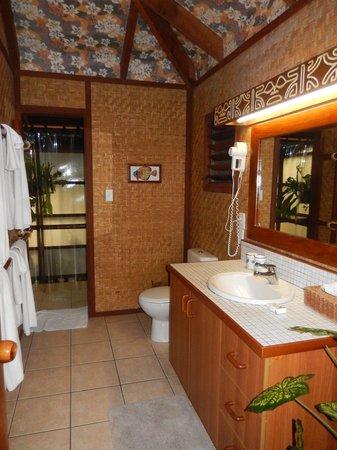 Rarotonga Beach Bungalows: Bathroom