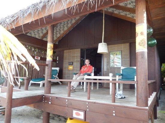Rarotonga Beach Bungalows: Front deck