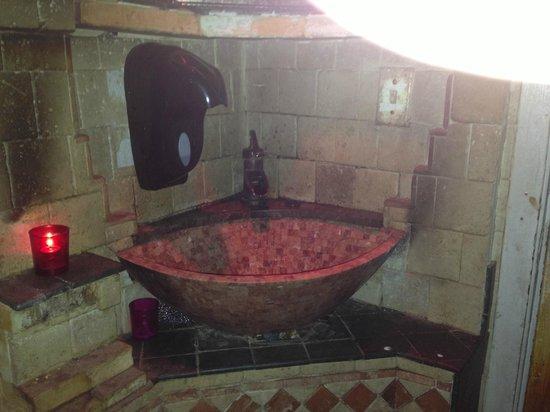 Da Marino Restaurant: fixtures in women's restroom