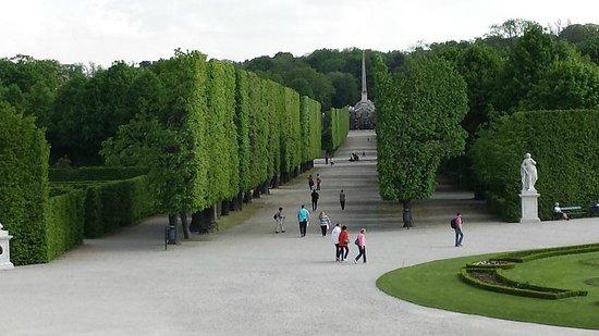 Gärten von Schönbrunn: 人がミニュチュアの人形に見えます