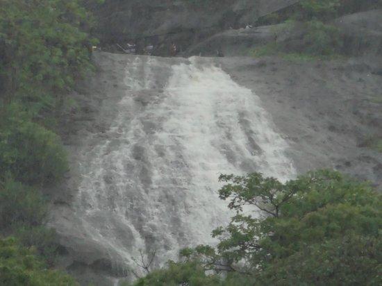 Kanheri Caves: Waterfall @ kanheri