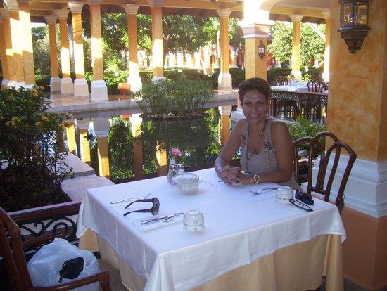 IBEROSTAR Paraiso Del Mar: Desayunando
