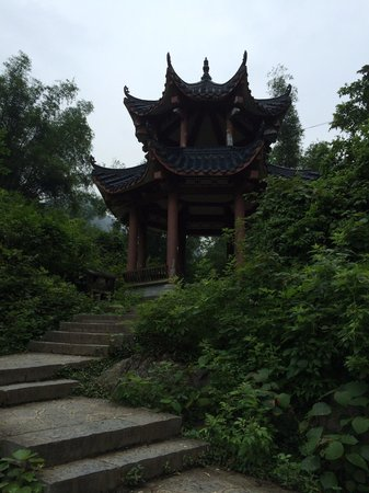 Yangshuo Bethlehem Hotel: A nice pagoda near the right hand of the river