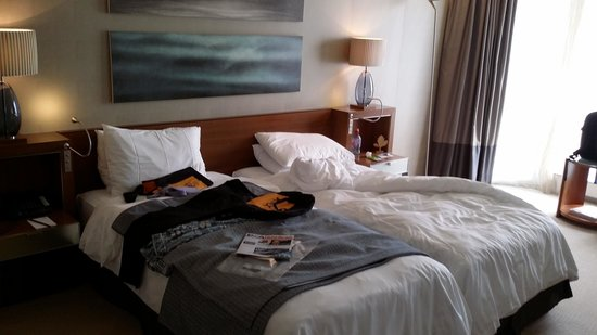 Grand Hotel Kempinski Geneva : Small twins bed