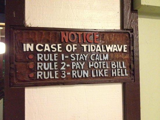 Uncle Billy's Hilo Bay Hotel : табличка на стене в лобби