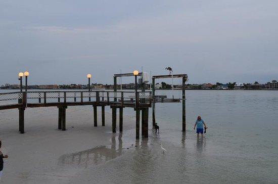 Island's End Resort: sad old dock