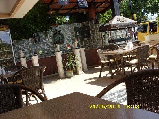 Nasa Flora Hotel : На мангале готовят еду каждые 4 дня