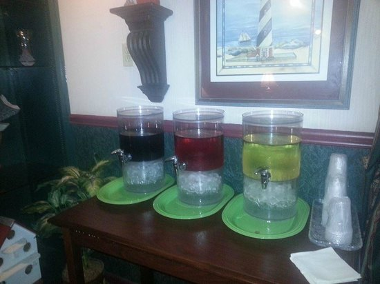 Econo Lodge Inn by the Bay: Free Wine in the evening