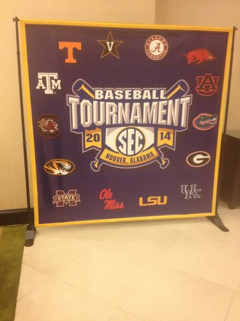 Holiday Inn Birmingham-Hoover: The Holliday Inn welcomed SEC baseball fans nicely. I liked the signs. Nice touch!!