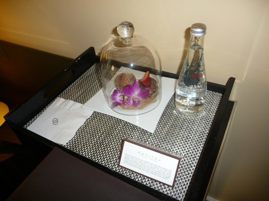 Sofitel Los Angeles at Beverly Hills: Wecome doughnuts and Evian water