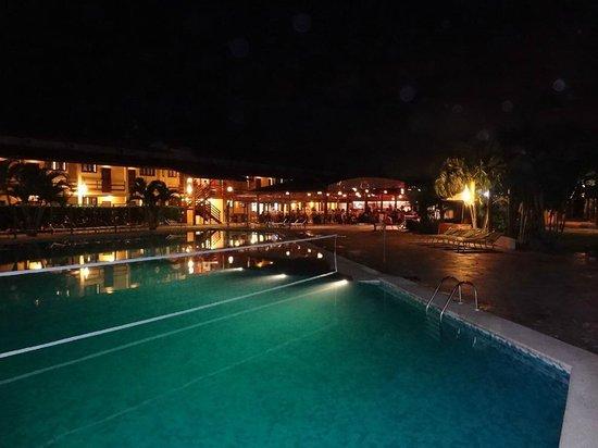 Resort La Torre: Piscina principal.
