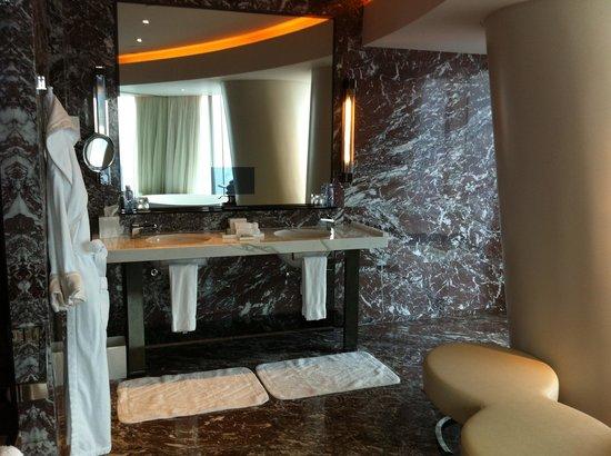 Four Seasons Hotel Guangzhou : the Premier Room