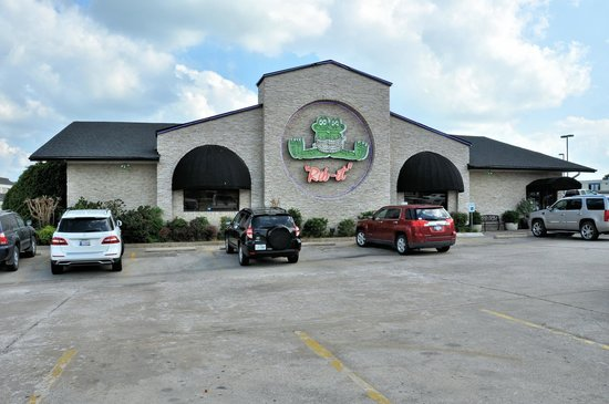 Front elevation of Two Frogs Grill in Ardmore, OK.
