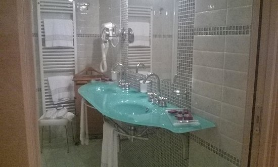 Grand Hotel Del Parco: Suite Bathroom