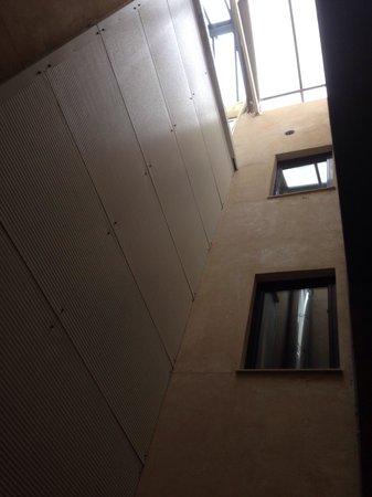 Hotel Barcelona House: Innenhof, wenig licht keine frische Luft