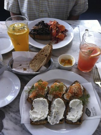 Jacinto cafe & restaurant: Delicious open sandwiches with specialty lemonades