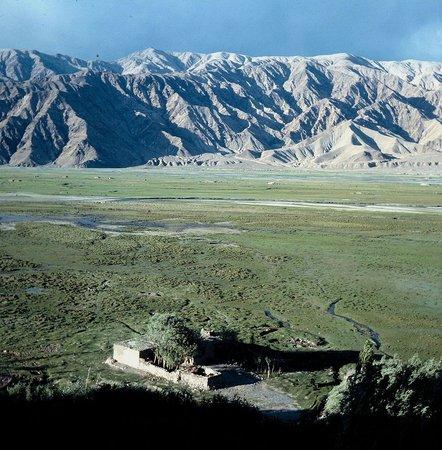 Tashkurgan Fort: Blick vom Fort auf noch unverbaute Weiden (1996)