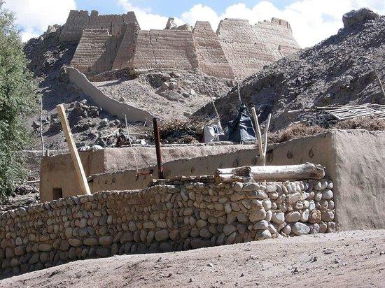 Tashkurgan Fort: Gigantisch von der Frontseite aus