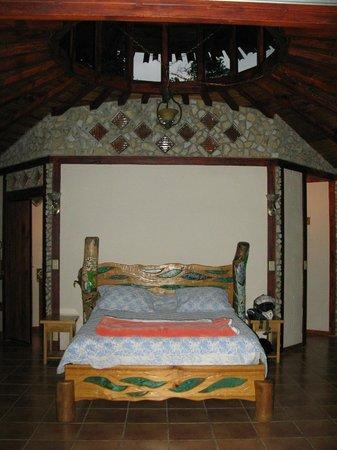 Hotel Cascata Del Bosco: Beautiful craftsmanship in all the cabins