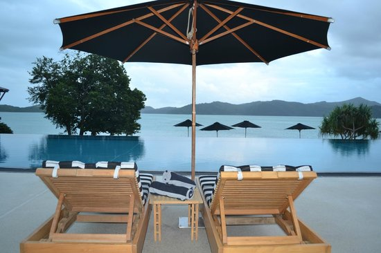Qualia Resort: Plenty of areas to relax at Pebble Beach pool