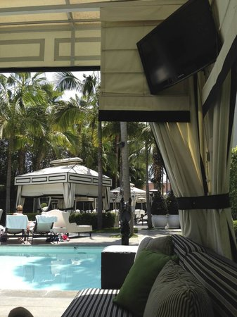 Viceroy Santa Monica: Cabanas all around