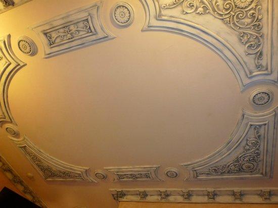 Howard Johnson Inn Guatemala City : Ceiling of our room