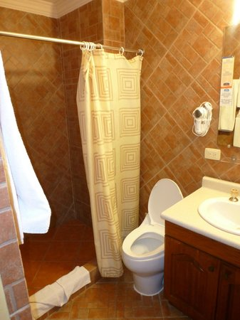 Howard Johnson Inn Guatemala City : Bathroom